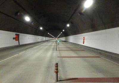 烏尾トンネル内装工外設置工事
